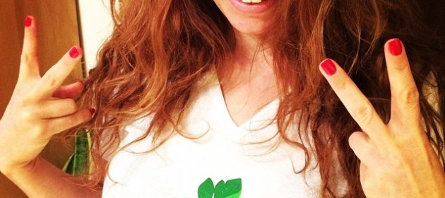 טבעוניות נהנות יותר - גרסת החולצה