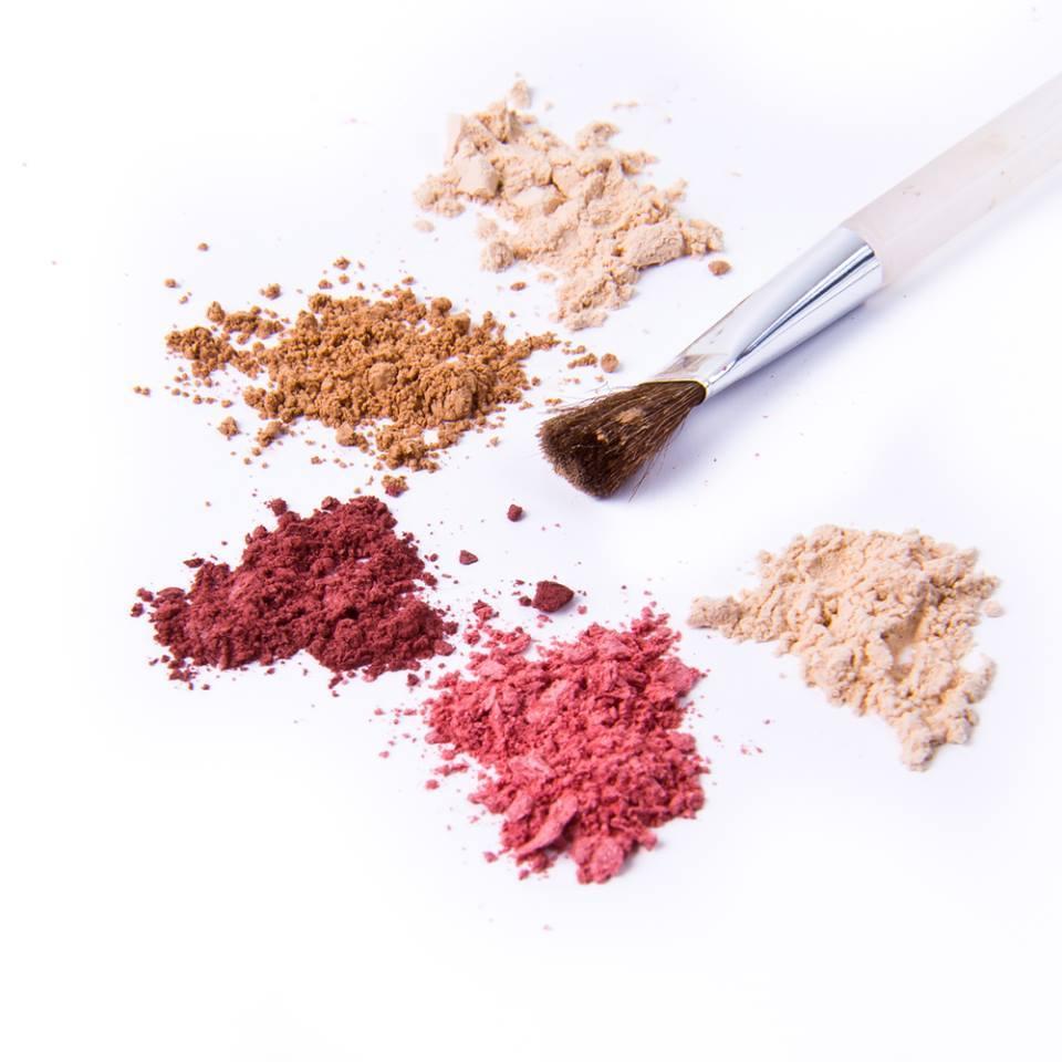איפור טבעי וטבעוני מתוצרת מינרלז