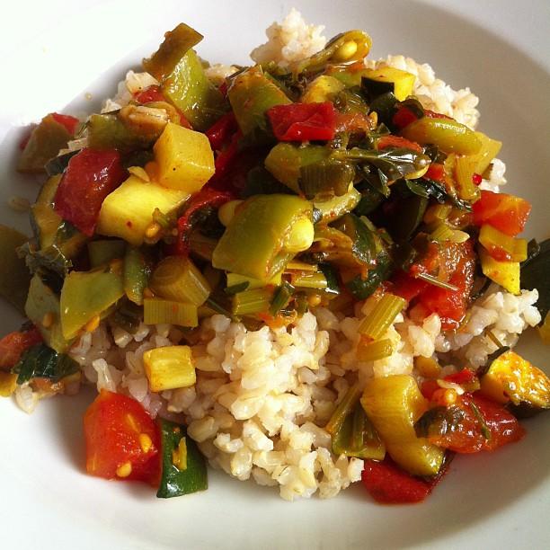 על אורז עגול מלא או אפילו על פסטה. קיץ טעים