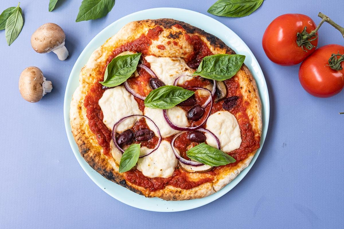פיצה ביתית טבעונית עם גבינת שקדים