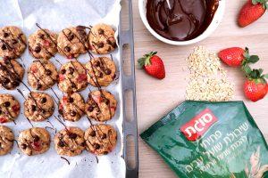 """עוגיות שיבולת שועל, שוקולד ותותים לט""""ו בשבט"""