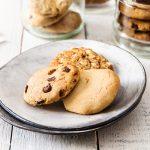 שלושה סוגים של עוגיות טבעוניות. צילום: טל סיון-צפורין