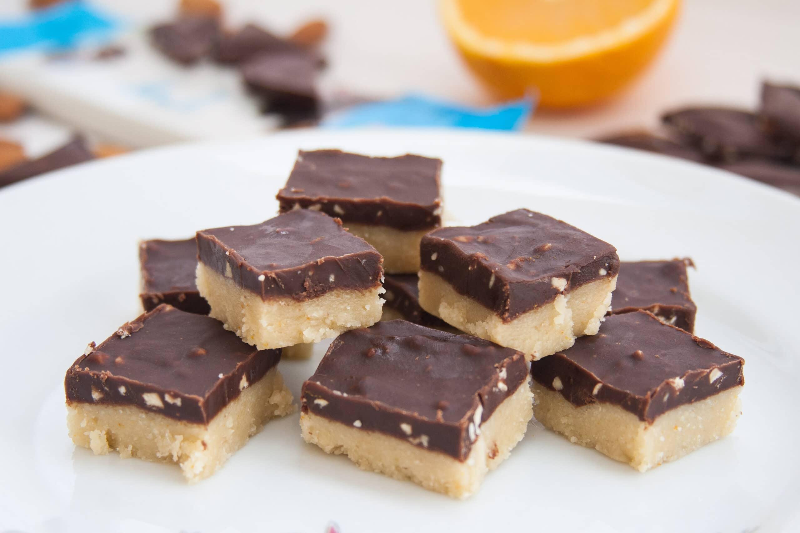 קוביות מרציפן ושוקולד ללא חלב