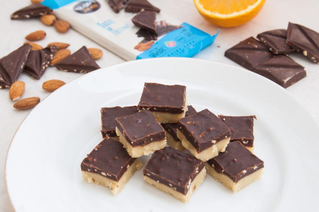 ממתקי שוקולד עם טבלאות כרמית