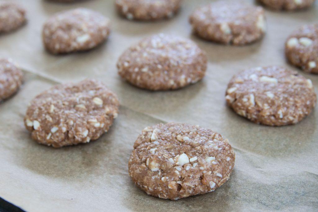 עוגיות שיבולת שועל ושוקולד טבעוני לבן