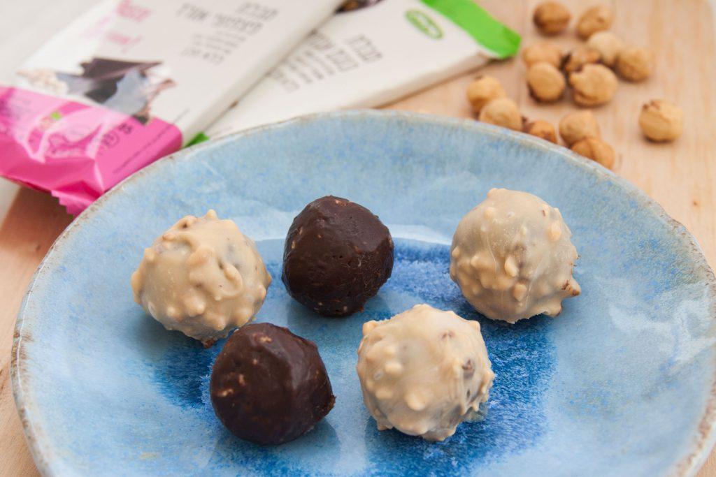 כדורי שוקולד טבעוני בשני צבעים