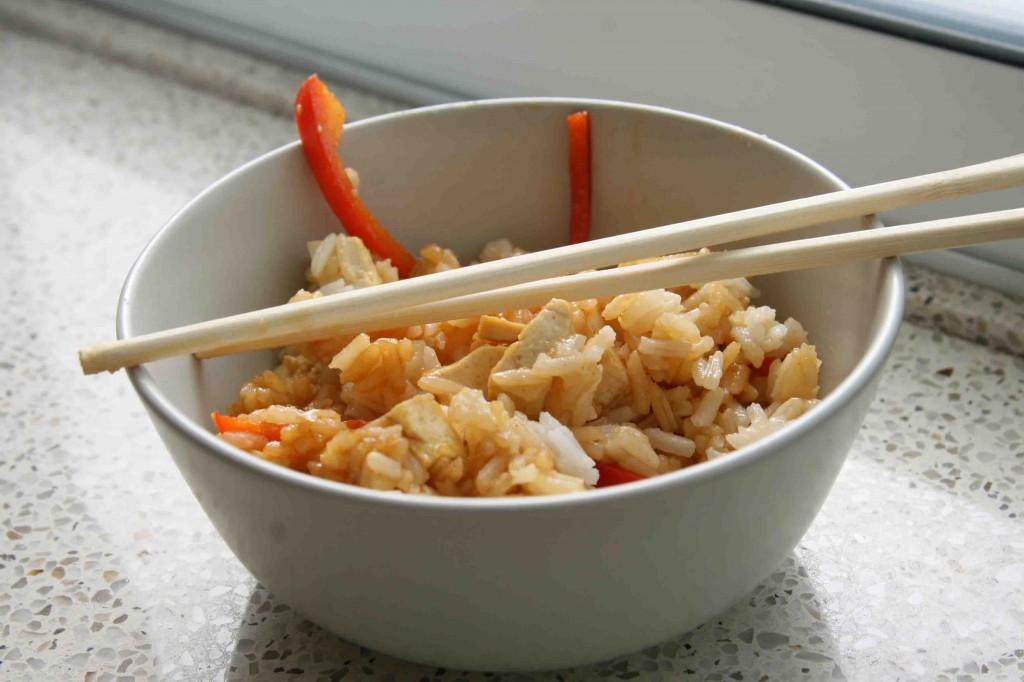 אורז עם טופו וירקות מוקפצים. צילום: אורי שביט