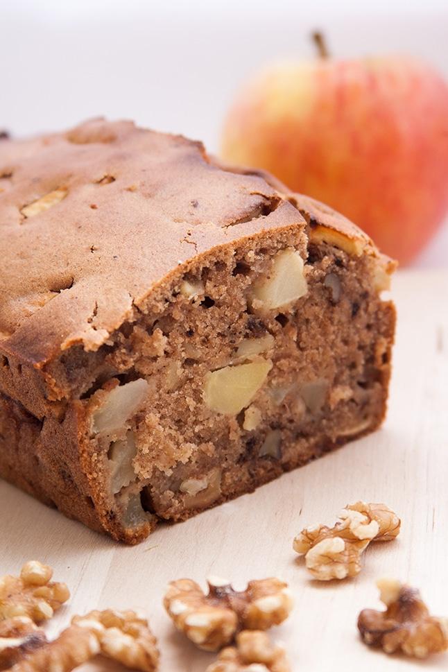 עוגת תפוחים ביתית עם אגוזי מלך