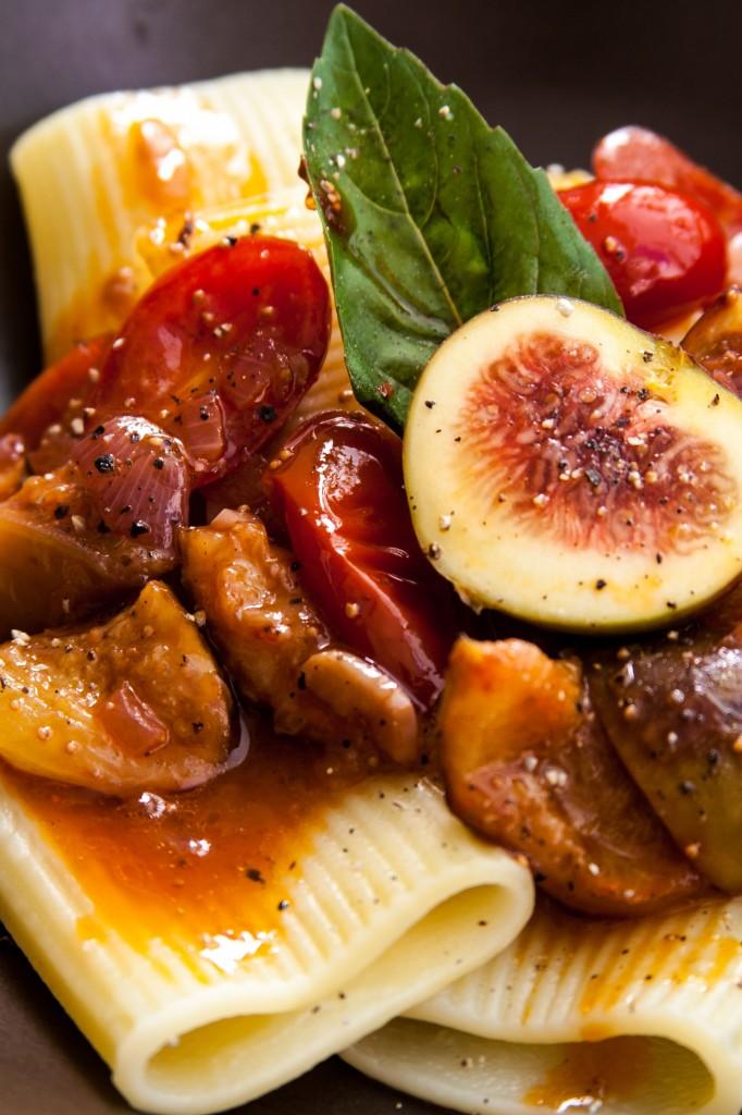 פסטה רומאית עם עגבניות ותאנים. אחד הרטבים המעולים