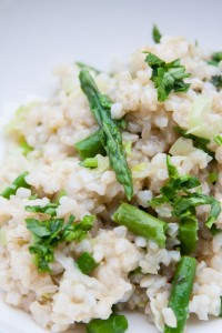 קרמי וטעים. ריזוטו אורז מלא ואספרגוס