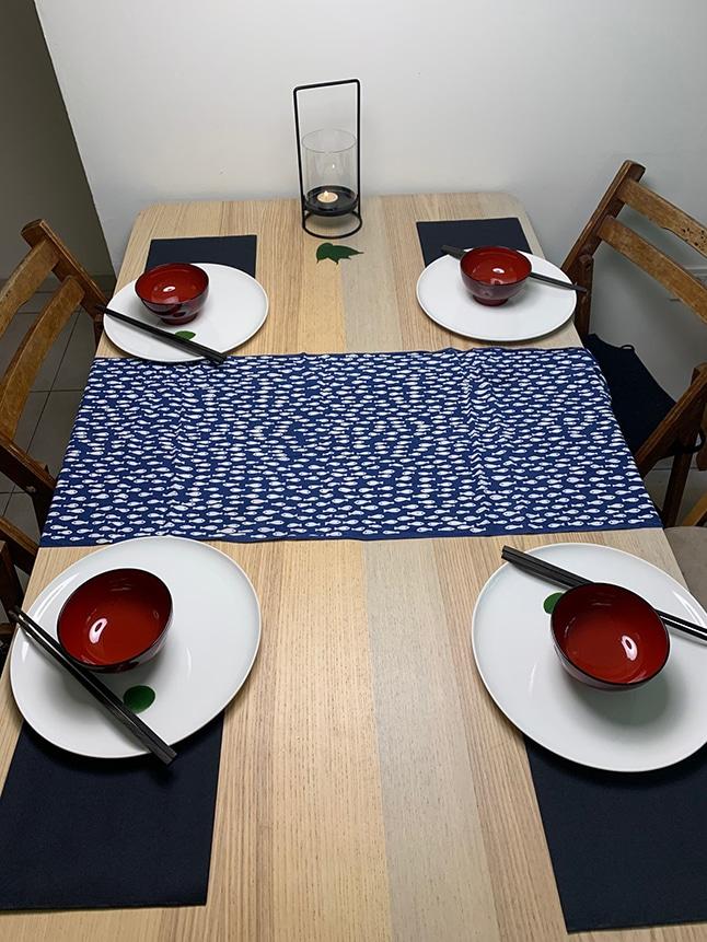 שולחן ערוך לארוחה יפנית טבעונית