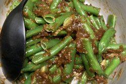שעועית ירוקה ברוטב אגוזי מלך