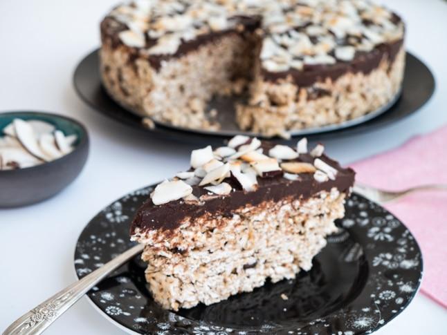 עוגת מצות טבעונית עם שוקולד לבן