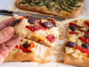 למי קראתם פיצה?? מאפה צרפתי עם בצל מטוגן ותוספות