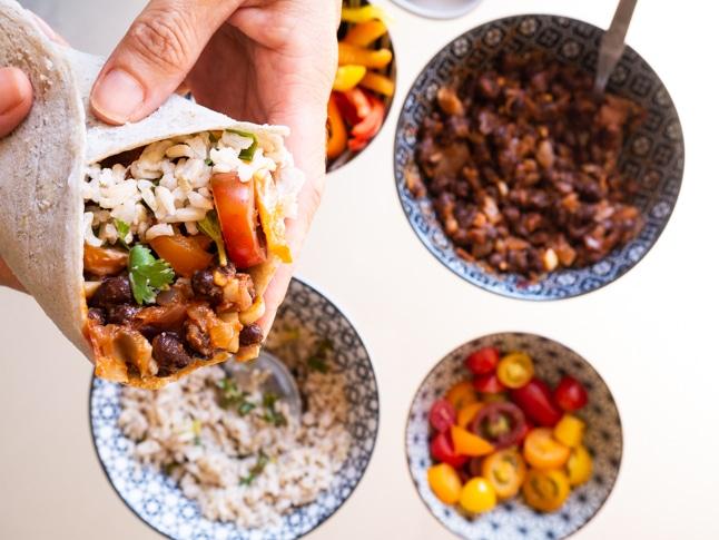 טורטייה ללא גלוטן עם אורז ושעועית שחורה
