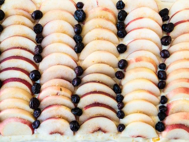 פאי אפרסקים ופירות יער מרשים וטעים