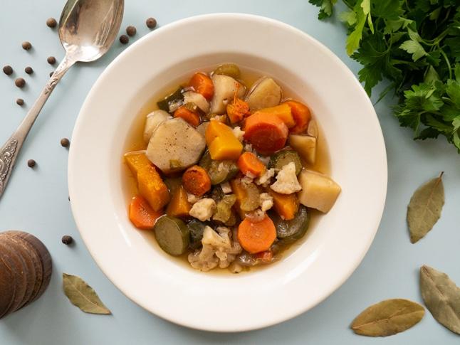 מרק מקרר - מרק ירקות טבעוני מכל מה שיש בבית