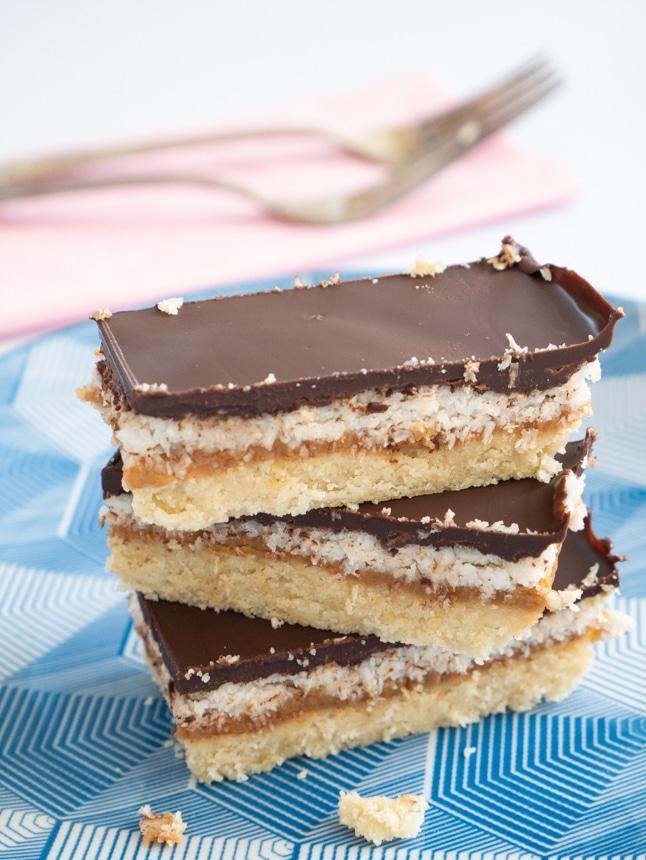 חטיפי קוקוס, בוטנים ושוקולד ללא גלוטן