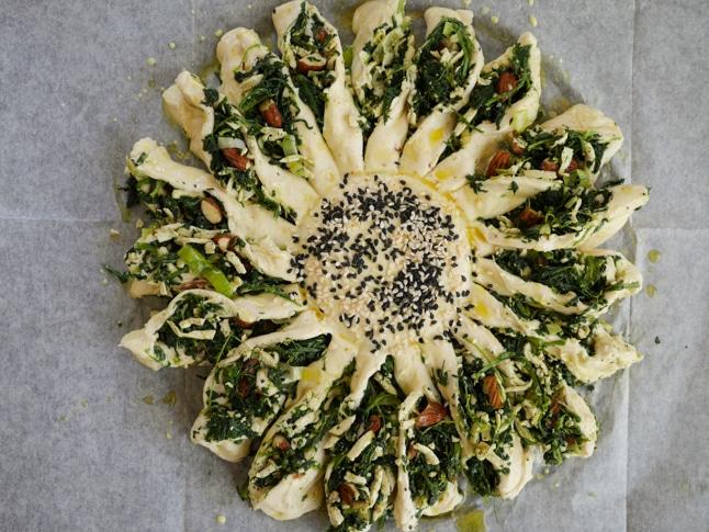 מאפה בצק עלים בצורת חמנייה
