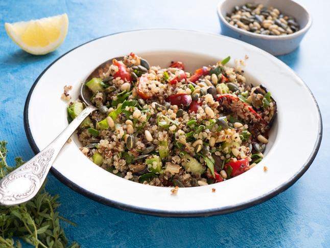 סלט קינואה,ירקות ועשבי תיבול