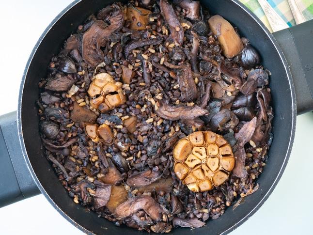 חמין קל להכנה עם פטריות, עדשים ואורז