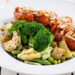 קציצות טופו מושלמות עם ירקות. לאכול כל יום. צילום: בועז לביא