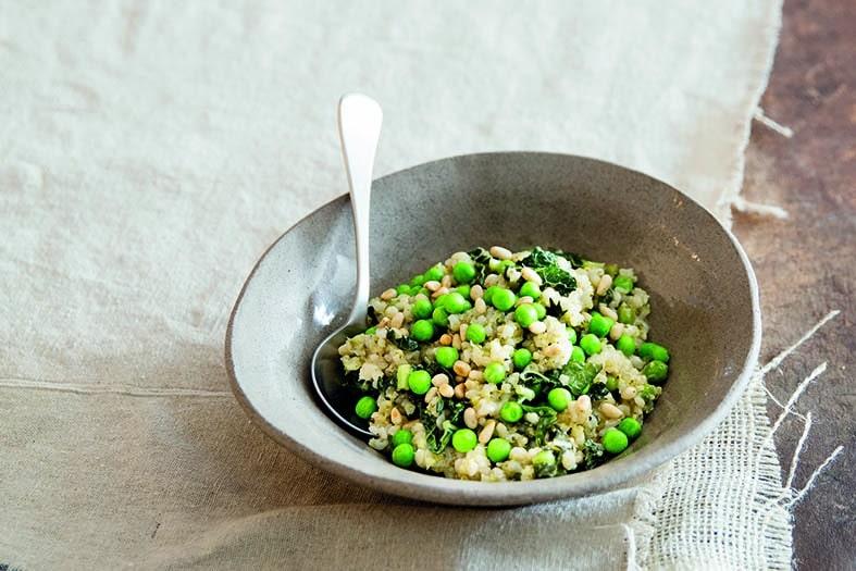 אורז עגול מלא עם ברוקולי, אפונה וקייל