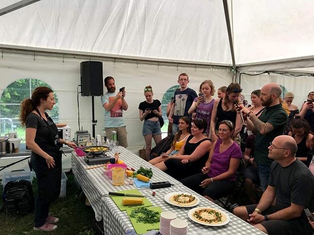 סדנת בישול בפסטיבל הטבעוני באוסלו